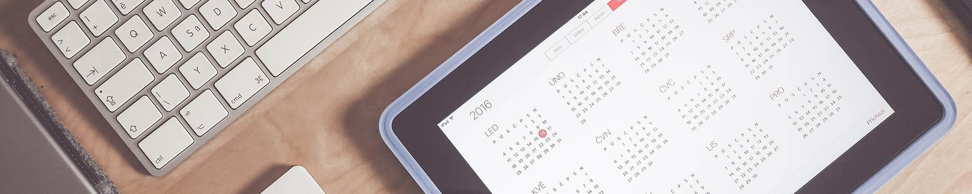 The pros and cons of a four-day work week - Keyboard, tablet and calendar - VMAGROUP