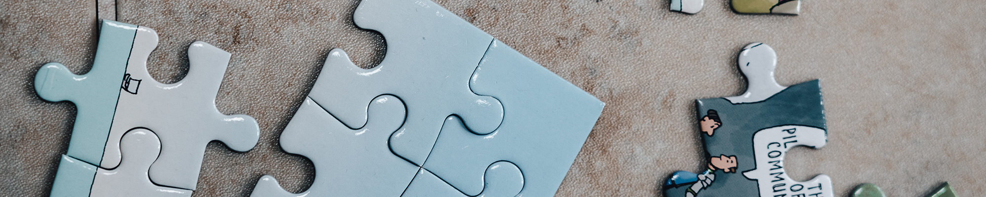 Five questions to ask when recruiting contract and interim staff - Blue puzzles and jigsaw fitting together - VMAGROUP
